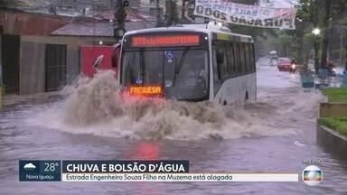 Chove forte em vários pontos do Rio - Estrada EngenheirojSouza Filho, na Muzema,. Zona Oeste, está totalmente alagada.