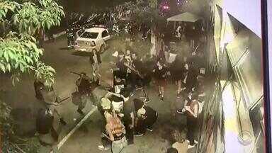 Conduta de policiais militares durante confusão em Pelotas será investigada - Festa promovida por estudantes estava autorizada pela prefeitura da cidade para acontecer entre 18h e 22h.