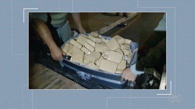 Polícia apreende 160 kg de drogas em Catalão - Maconha estava escondida dentro do fundo falso de uma picape.