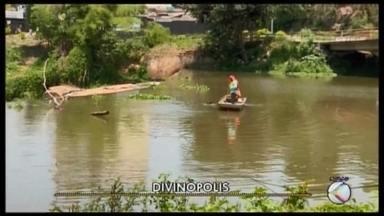 Chuvas dos últimos dias não alteraram nível do Rio Itapecerica em Divinópolis - Previsão para a semana é de chuva, mas o nível não deve subir, diz gerente da pasta.Trabalhos de limpeza do rio estão suspensos no período de piracema.