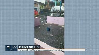 No Morro Dona Marta a água desce com força e traz muito lixo - Vários pontos do Rio, Baixada Fluminense e Itaguaí foram atingidos pelas fortes chuvas.