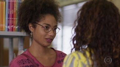 Alice pergunta a Francisca sobre a relação dela com Ramon - Francisca conta a verdade para a filha de Ramon