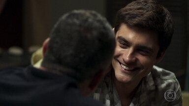 Agno pede Leandro em casamento - O pai da Cássia acusa Régis de viver a custas dos outros