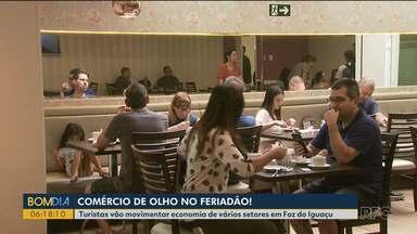Feriado de muito movimento em Foz do Iguaçu - Hotéis e comércio comemoram o último feriado prolongado do ano