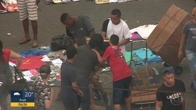 Criminosos atacam pessoas no Centro de São Paulo - Gangue age quando polícia vai embora da região do Brás.