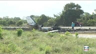 Aeronáutica e Polícia Civil vão investigar queda de avião no sul da Bahia - Na queda, uma pessoa morreu e outras nove ficaram feridas. O avião caiu na quinta-feira (14), em Maraú, no sul da Bahia. A Aeronáutica e a Polícia Civil vão investigar o que causou a queda.