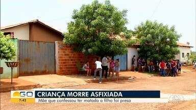Mãe presa suspeita de matar o filho é 'extremamente fria' e ligou para polícia após crime - Corpo da criança, de 6 anos, foi encontrado no quintal da casa onde moravam, em Santa Helena de Goiás. Mulher, 29, já teve ocorrência relacionada à morte de outro filho, no ano passado.