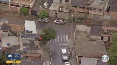 Opração da PM contra tráfico de drogas em Santa Luzia, na manhã de sexta-feira (15) - A Polícia Militar cumpre mandados de busca e apreensão e prisão no bairro São Benedito, em Santa Luzia, região metropolitana.