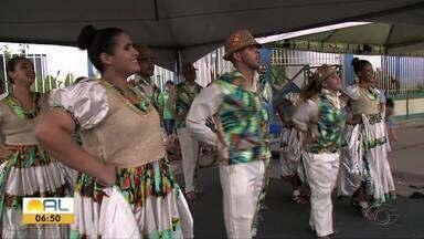Festa Literária movimenta o Pontal da Barra - Apresentações de folguedos anima a festa.