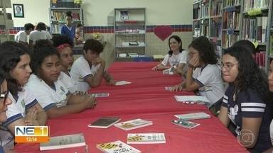 Estudantes escrevem obras inspiradas em clássicos da literatura no Grande Recife - Alguns alunos escreveram adaptações de livros famosos.