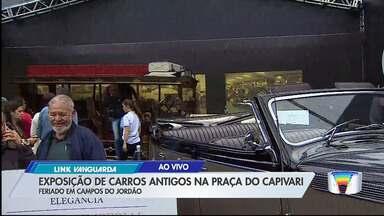 Praça do Capivari tem encontro de carros antigos - Confira a programação em Campos do Jordão.