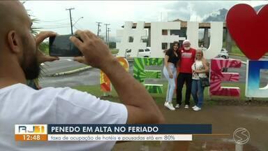 Taxa de ocupação de hotéis e pousadas atinge 80% em Penedo, Itatiaia - Previsão é que 15 mil pessoas passem pela localidade entre sexta-feira e domingo.