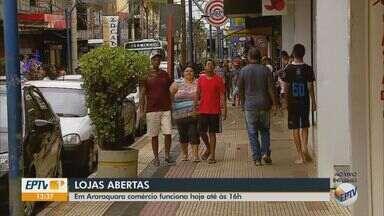 Comércio funciona até 16h em Araraquara - Tem muita gente trabalhando no comércio durante feriado.
