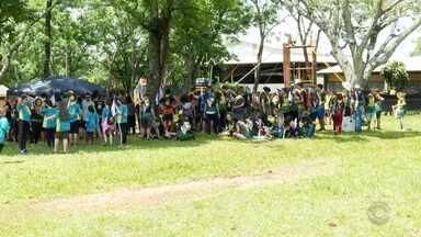 Acampamento reuniu cerca de dois mil jovens em Santa Rosa - Eles participaram de gincanas com foco no trabalho em equipe.