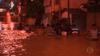 Fortes chuvas deixam dois mortos e 12 feridos no Espírito Santo - Os alagamentos e risco de desabamentos obrigaram mais de 560 pessoas a saírem de casa.