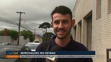 Metade dos candidatos reprovam no teste para tirar CNH, em Ponta Grossa - Índice de reprovação no Detran adia sonho da habilitação para dirigir.