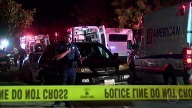 Ataque a tiros mata quatro e fere seis durante festa na Califórnia - Polícia da Califórnia busca suspeito de ter invadido casa e atirado contra frequentadores de uma festa na cidade de Fresno.