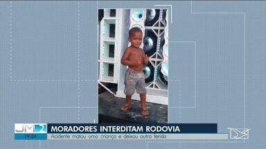 Corpo de criança atropelada na BR-402 é enterrada em Rosário - Os moradores interditaram a rodovia em protesto contra a falta de segurança.