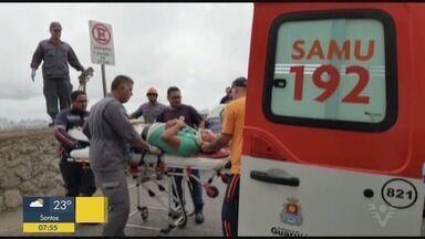 Casal sofre queda de parapente e é resgatado em morro de Guarujá - As causas da queda são apuradas.