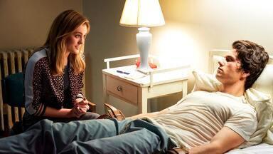 Assuntos Quentes - Veronica ensina J.D. a como ser um bom namorado. Heather Duke e Heather Chandler disputam o controle dos corações e mentes de todos da escola Westerburg.