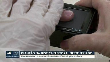 Justiça Eleitoral faz plantão neste feriado para cadastramento da biometria - Eleitores devem cadastrar a biometria em 401 municípios paulistas.