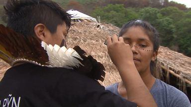 Rio das Cobras - a vida na maior reserva indígena do Paraná (parte 2) - A cultura indígena sobrevive na reserva e é mantida pelos jovens, mesmo que misturada a influências urbanas importadas de outros países.