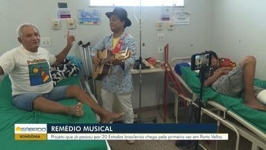Conheça artista que viaja o país levando música para pacientes internados em hospitais - Por onde vai ele leva música e alegria a pacientes de hospitais pelo Brasil.