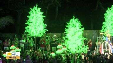 Natal dos Folguedos emociona maceioenses e turistas - Centenas de pessoas acompanharam as apresentações culturais na orla de Maceió.