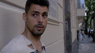 Jorginho se desespera com o término com Nina - Nina não abre a porta para Jorginho
