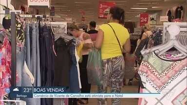 Comerciantes de Guarujá estão otimistas com as vendas de Natal - Muitos consumidores estão se antecipando e comprando presentes para família.
