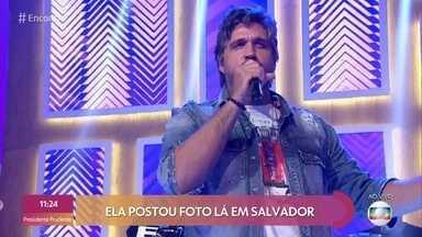 Leo Chaves canta 'Wi-fi do Vizinho' no palco do 'Encontro' - O cantor conta história da música