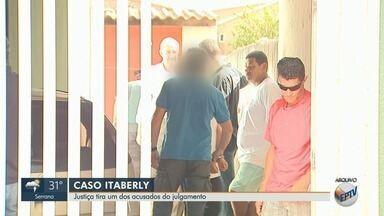 Justiça suspende júri de homem acusado de queimar corpo do enteado em Cravinhos, SP - Advogado abandonou o caso, alegando conflito de interesses, já que defende outro réu.