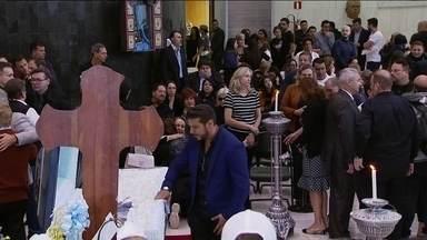 Boletim JN: Fãs enfrentam fila e chuva para se despedir do apresentador Gugu Liberato - Corpo do apresentador está sendo velado na Assembleia Legislativa de São Paulo. O velório deve ir até às 10h desta sexta-feira (29).