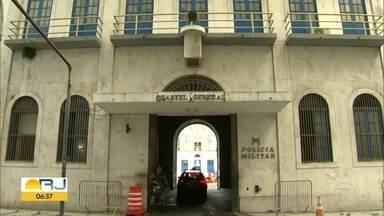 Polícia cumpre 7 mandados de prisão contra policiais militares - A Polícia está realizando uma operação para cumprir mandados de prisão contra sete policiais militares. Estes policiais são acusados de extorsão.