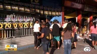 Multidão lota lojas e shopping de Maceió em busca de ofertas da Black Friday - Expectativa do comércio é superar vendas do ano passado.