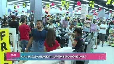 Comércio se anima com a movimentação de consumidores na Black Friday - Lojas e shoppings abriam a partir de meia noite com descontos em vários produtos. Cauê Fabiano mostra empresa que monitora venda no Brasil e em vários países