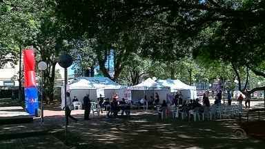 Ação de prevenção a AIDS acontece em Passo Fundo - Testes gratuitos são oferecidos em praça da cidade.