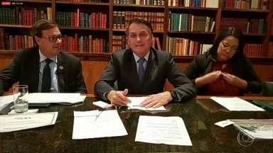 Presidente Bolsonaro acusa Leonardo DiCaprio de financiar queimadas criminosas na Amazônia - As declarações de Bolsonaro repercutiram dentro e fora do Brasil. Bolsonaro voltou a dizer que ONGs estariam por trás de incêndios criminosos e citou o ator norte-americano DiCaprio como um dos financiadores das ações.