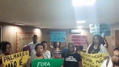 Representantes do movimento negro invadem a Fundação Palmares - A indicação do novo presidente da Fundação Palmares continua a provocar protestos.