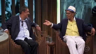 """Monarco e Zeca Pagodinho falam sobre parceria e cantam """"Estrela"""" e """"Falsa Alegria"""" - As músicas foram compostas por ambos"""