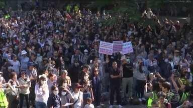 Milhares de pessoas protestam contra a violência da polícia em Hong Kong - A manifestação liderada por estudantes do ensino médio teve o apoio de muitos aposentados e foi no mesmo local onde dois manifestantes teriam sido mortos há três meses.