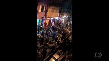 Oito homens e uma mulher morrem pisoteados em baile funk em Paraisópolis, em São Paulo - Outras sete pessoas ficaram feridas durante a confusão que começou com a chegada da Polícia Militar na festa, que reunia mais de 5 mil pessoas.
