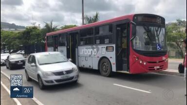 Ônibus quebra em viaduto de Juiz de Fora e passageiros reclamam - Veículo fazia a Linha 440, do Bairro Santo Antônio para o Centro. Empresa responsável pela linha informou que o problema foi um pneu furado.