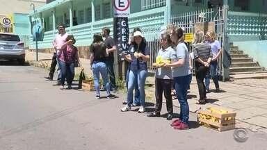Servidores estaduais protestam em Cruz Alta - Eles são contra o pacote de medidas do Governo do Estado