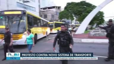 Passageiros protestam por falta de transporte para os distritos - Manifestação aconteceu na Rodoviária Novo Rio.