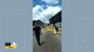 Batida na Av. Brasil deixa 27 feridos - Três ônibus bateram na altura de Barros Filho.