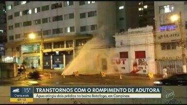 Rompimento de adutora atinge prédios em bairro de Campinas - Imóveis no bairro Botafogo foram atingidos pela água que jorrou da adutora rompida.