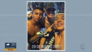 Matheus Henrique e Pepê relembram conquista da Libertadores 2017, onde eram torcedores - Assista ao vídeo.
