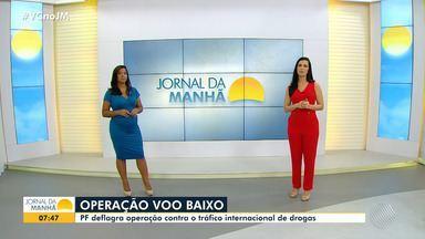 Polícia Federal deflagra operação contra tráfico internacional de drogas em quatro estados - Estão sendo cumpridos 13 mandatos de prisão temporária e 33 de busca e apreensão. Na Bahia, o mandato judicial foi cumprido na cidade de Eunápolis.
