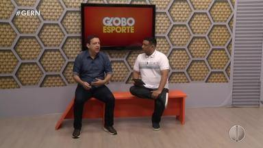Augusto César Gomes responde a telespectadores no banquinho do GE - Augusto César Gomes responde a telespectadores no banquinho do GE